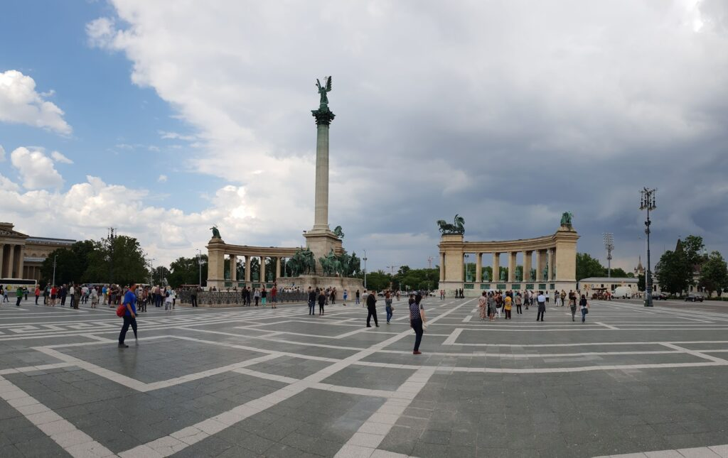 An image of Heroes square, Budapest
